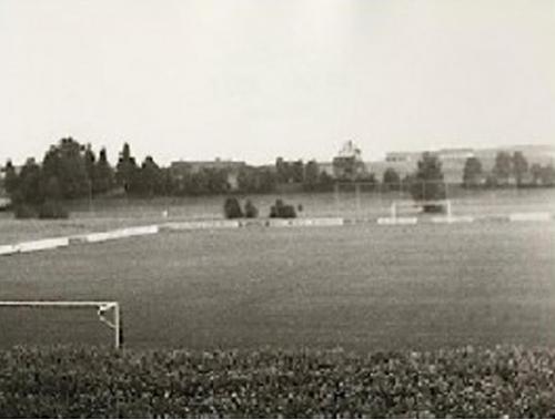 Chronikbilder1-300x240 Fußballplatz
