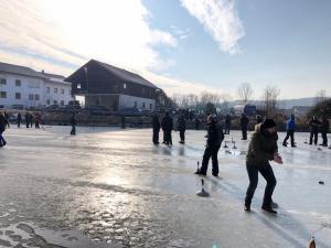 Eisstockturnier auf dem Preiß-Weiher